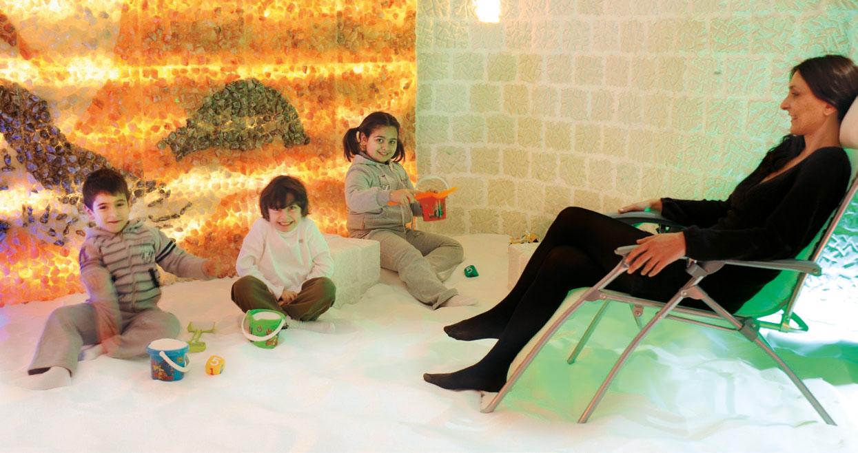 Bambini nella Grotta del Sale Halos